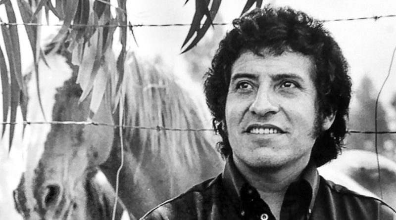 Chilean singer Victor Jara is seen in this undated file picture. The life and times of Jara, who was killed in the first few days of the dictatorship of Gen Augusto Pinochet which started in September 1973, is set to be reborn. Warner Music is to redistribute his folk songs on a global basis from 2002 and British actress Emma Thompson is working on the script of a film which she hopes to direct about the son of a peasant farmer. Spanish actor-heartthrob Antonio Banderas has reportedly expressed interest in playing the role of Jara.   TO GO WITH FEATURE BC-LIFE-CHILE-JARA                         REUTERS/Victor Jara Foundation