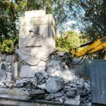 Šialený antikomunizmus v Poľsku naberá na obrátkach: Vo Varšave zničili pamätník padlým vojakom Červenej armády, ktorí padli pri oslobodzovaní mesta!